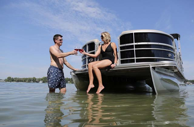 Pontoon 200hp​ 1